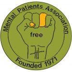 """graphique avec """"Mental Patients Association"""" au-dessus, """"Fondé en 1971"""" en-dessous et une autre image d'un point fermé, cicatrices au poignet, avec le mot """"libre"""" écrit dessus"""
